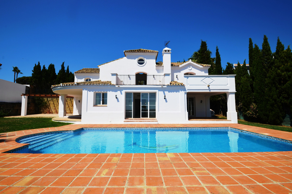 FANTASTIC BRAND NEW VILLA, in excellent condition and magnificent position WITH PANORAMIC SEA VIEWS., Spain