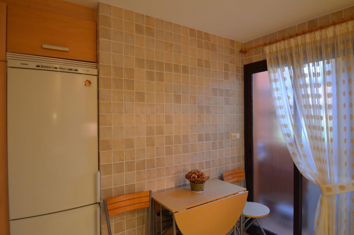 R3235969: Apartment in Estepona