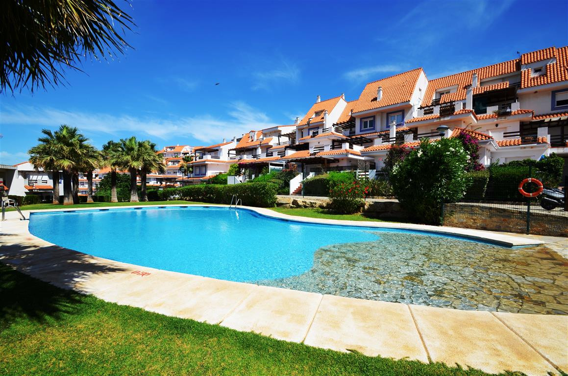 A great two bedroom apartment situated in Duquesa surrounded by many golf courses. This fantastic mi,Spain