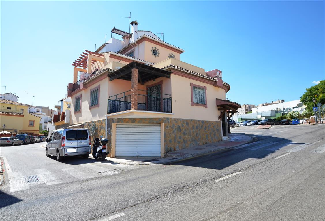 LOCATION, LOCATION, LOCATION!!!. Semi detached corner south facing, located in a well mantain urbani,Spain