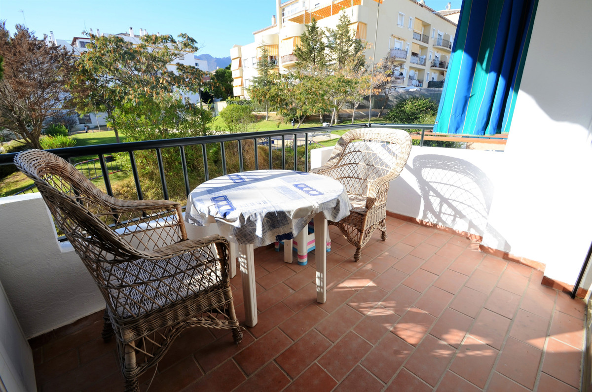 MAGNIFICENT OPPORTUNITY!!!. 4 BEDROOMS APARTMENT located in Estepona, in good condition and in perfe,Spain