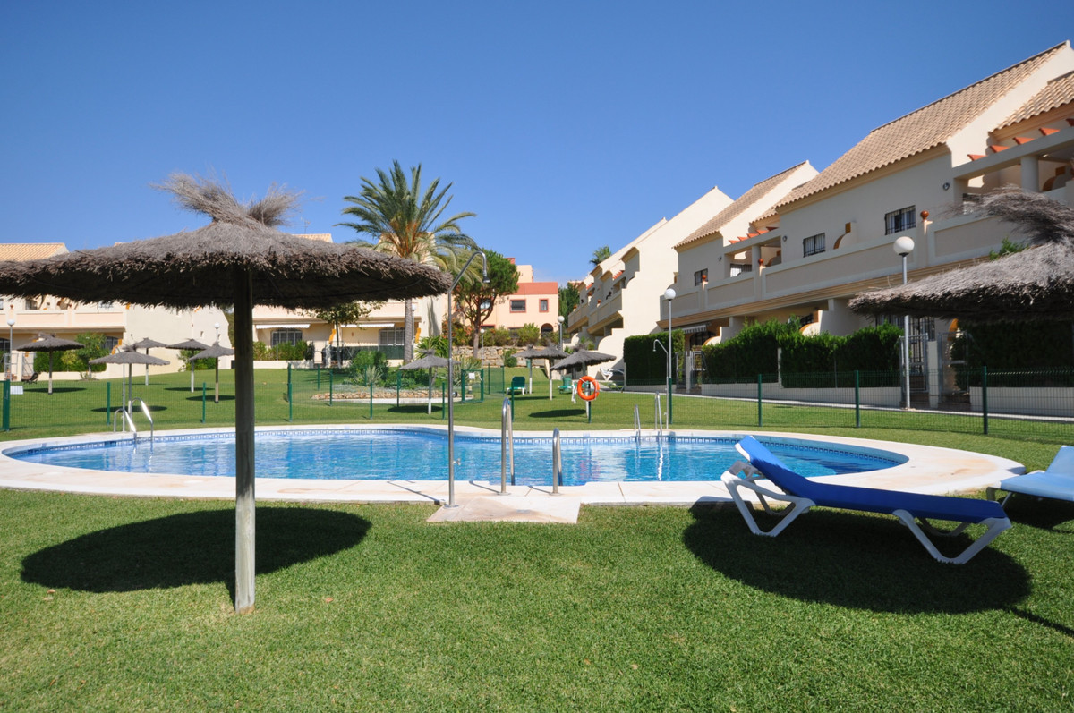 Attractive and well appointed Semi Detached House near the golf course, to the popular Puerto de la ,Spain