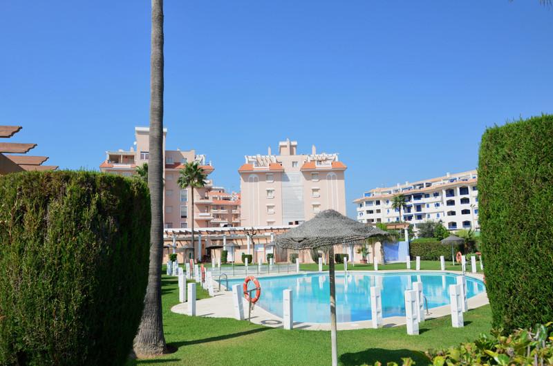 Marbella Banus Apartamento Planta Media en venta en San Luis de Sabinillas – R3518278