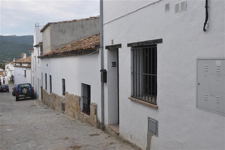 Atractive rustic style apartment, with low cealing and located in the beautiful white village of Jim,Spain