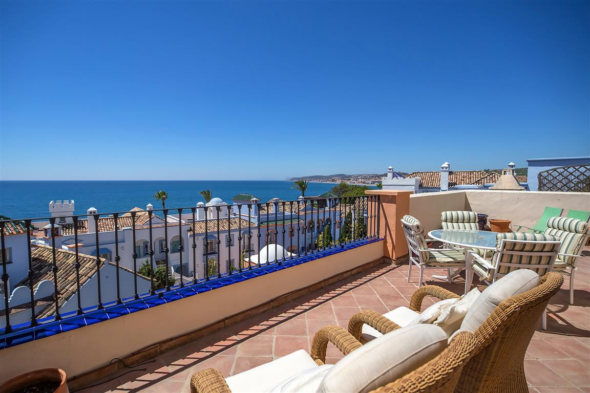 LUXURY FRONT LINE BEACH DUPLEX PENTHOUSE APARTMENT. Located mid way between Estepona and the Duquesa,Spain
