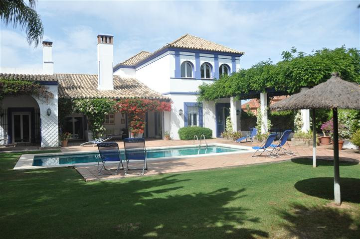 Attractive villa designed by renowned architect, located in a comfortable Sotogrande area just 5 min, Spain