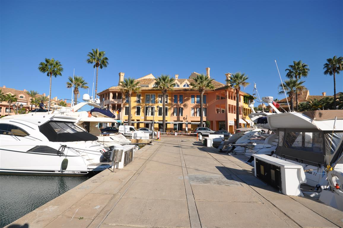 Charming 2 bedrooms and 2 bathrooms aparttment, located in the prestigious Port of Sotogrande, excel,Spain