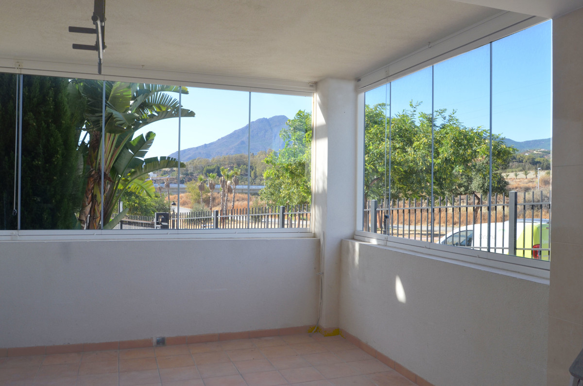 COZY GROUND FLOOR APPARTMENT WITH BEAUTIFUL MOUNTAIN VIEW TO THE SIERRA BERMEJA.  The property is in,Spain