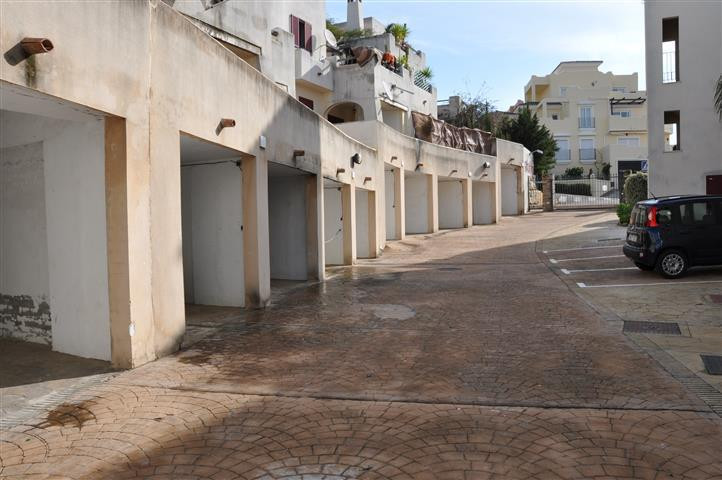 R2428718: Commercial for sale in Casares Playa