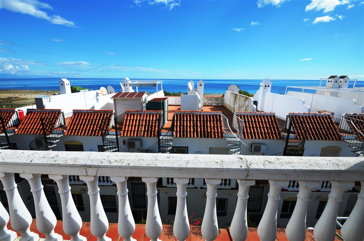 Beautiful TOWNHOUSE 3 BEDROOMS with views to the sea. This exclusive complex have a lot of possibili, Spain