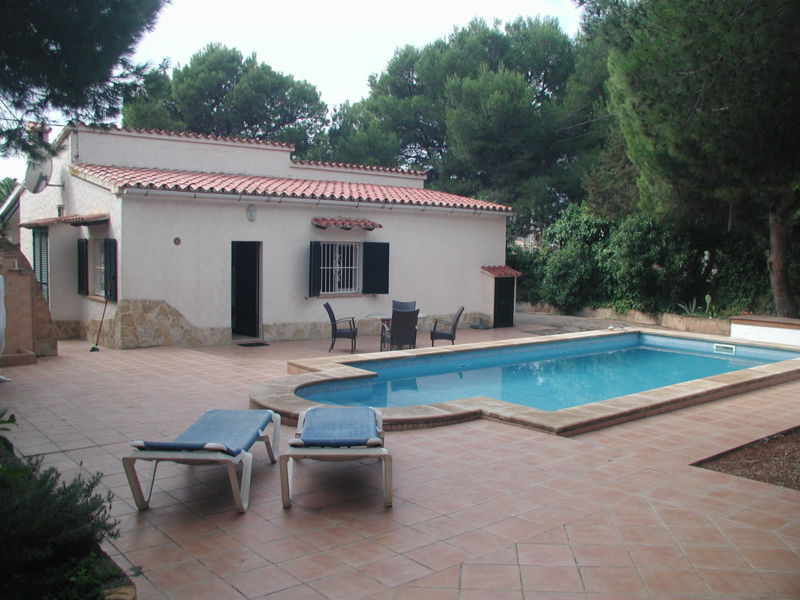 Chalet with pool in good state of repair  Plot 695 m2, living area 90 m2, 3 bedrooms, 1 bathroom, lo, Spain
