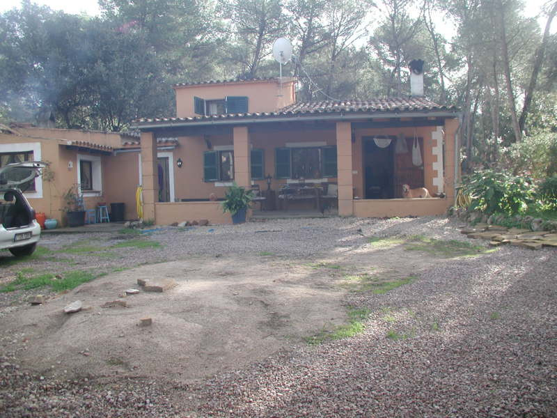 Chalet in Algaida  Chalet with a total living area of 124 m2 and a plot measuring 4000 m2. The house,Spain