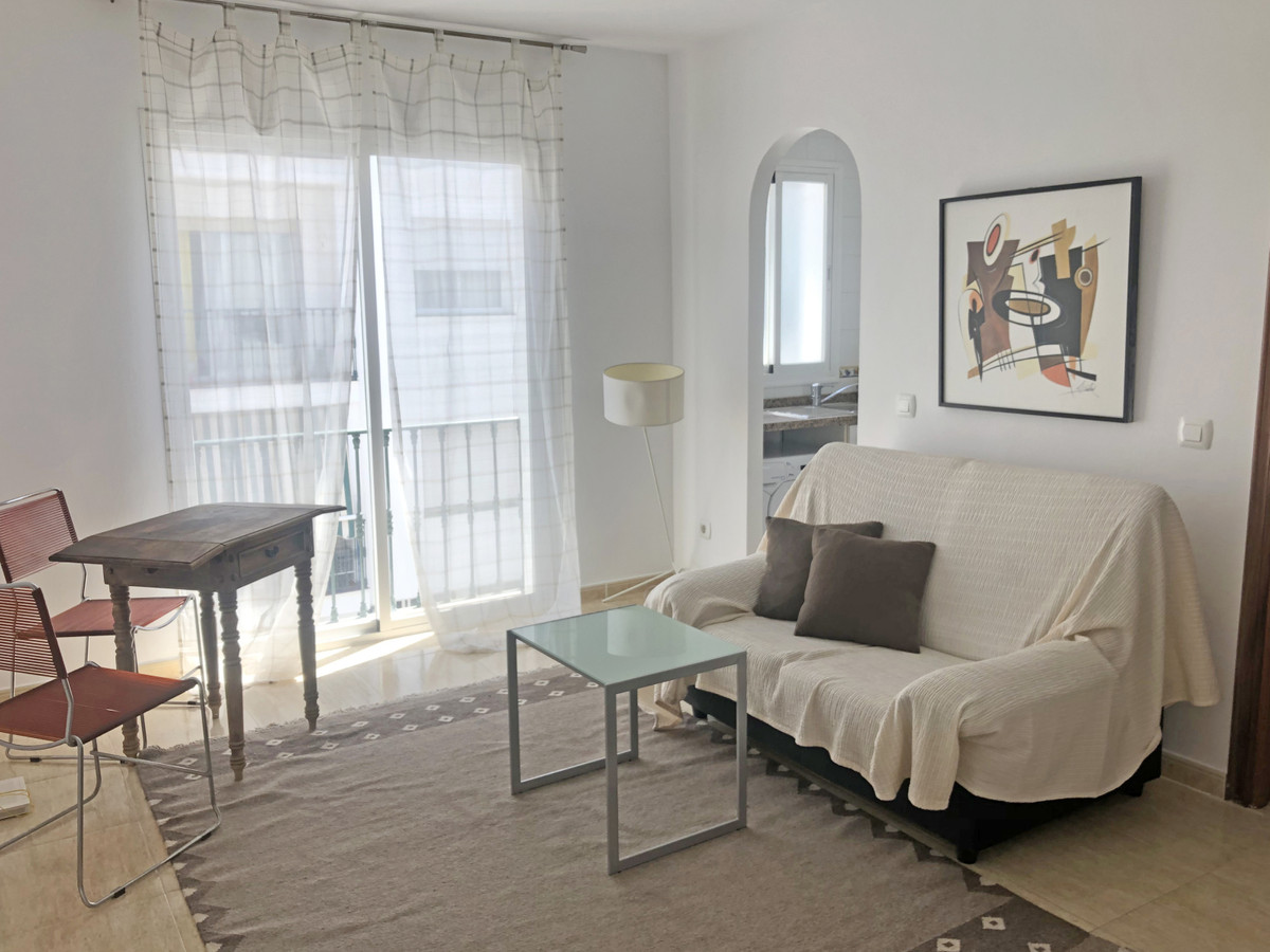 Middle floor apartment, located in San Pedro de Alcantara, within walking distance of all kinds of a, Spain