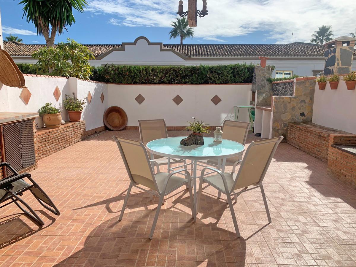 Marbella Banus Adosada en Venta en Atalaya – R3744631