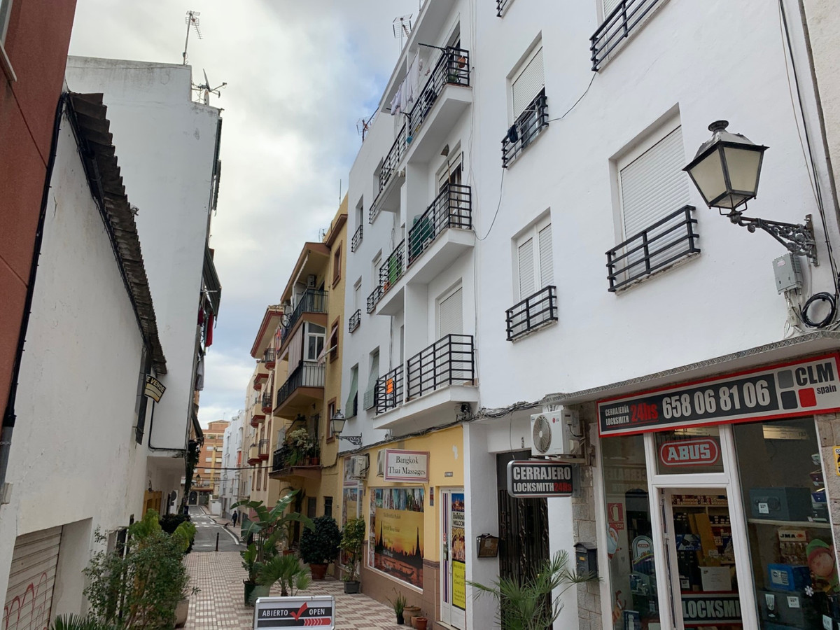 Apartment in the center of San Pedro, recently lowered in price!  To reform located 50 meters from t,Spain
