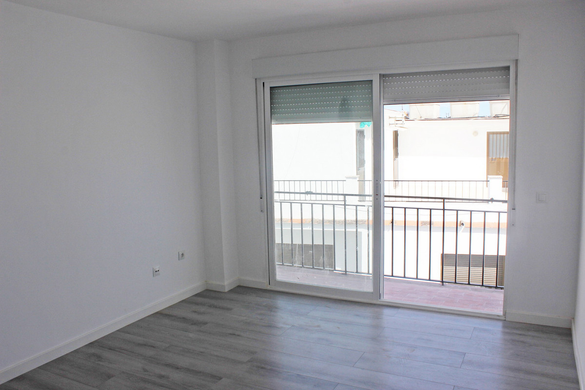 Middle Floor Apartment, San Pedro de Alcantara, Costa del Sol. 3 Bedrooms, 1 Bathroom, Built 72 m²,  Spain