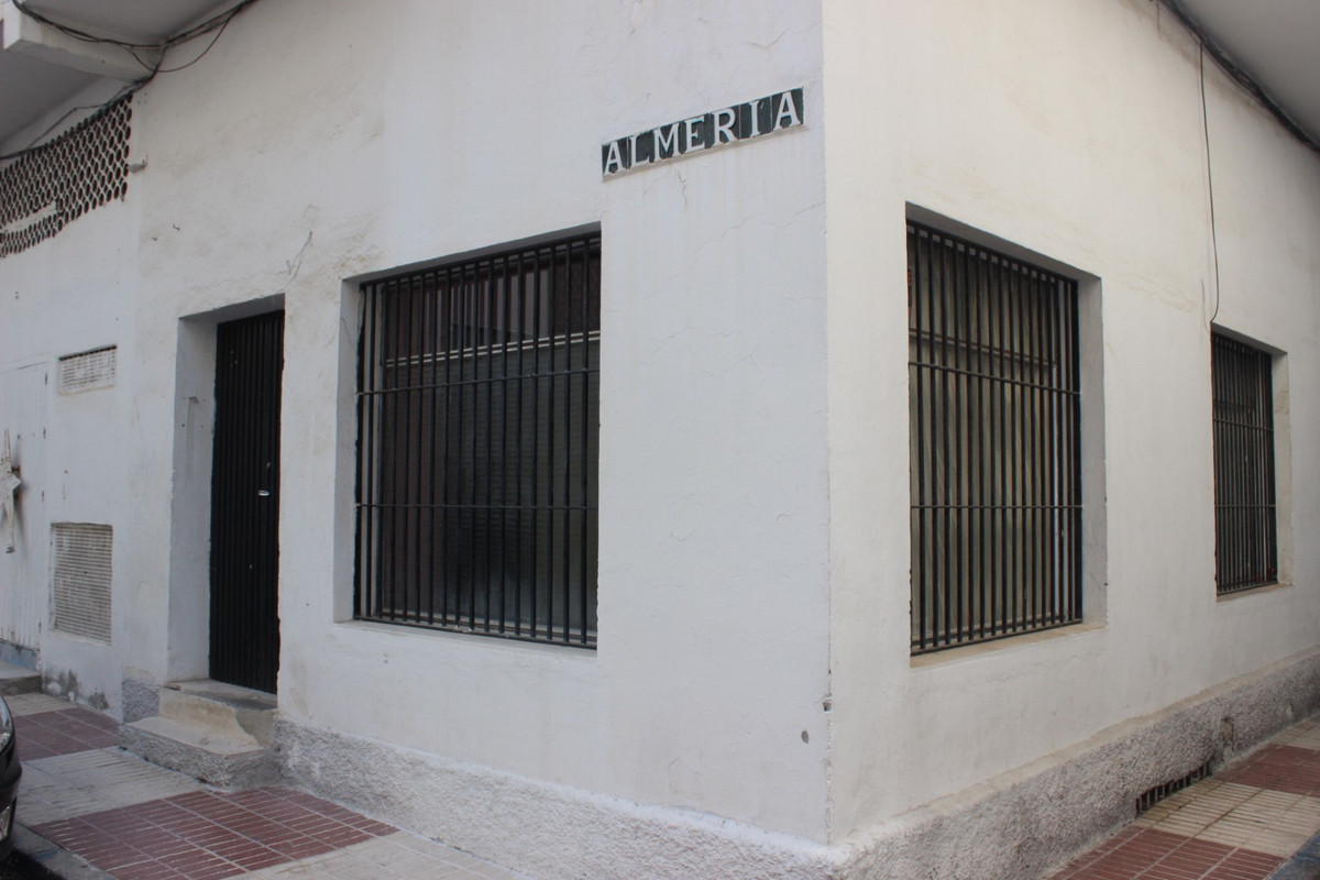 Commercial property in Elisa Maria Building  Totally to reform.  Investment opportunity, Spain