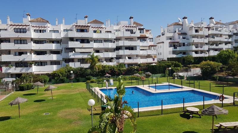 Apartamento Planta Media en venta en Estepona – R3500689