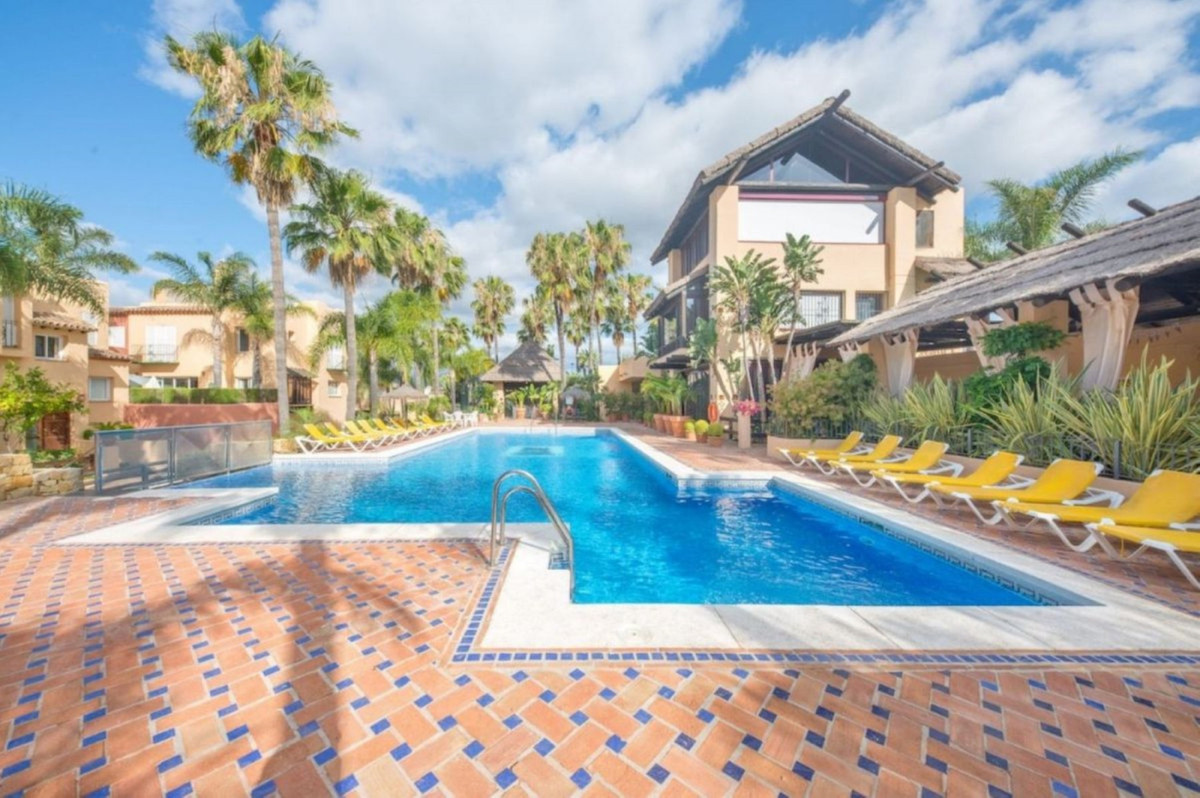 Townhouse, Nueva Andalucia, Costa del Sol. 3 Bedrooms, 3 Bathrooms, Built 225 m², Terrace 40 m².  Se, Spain