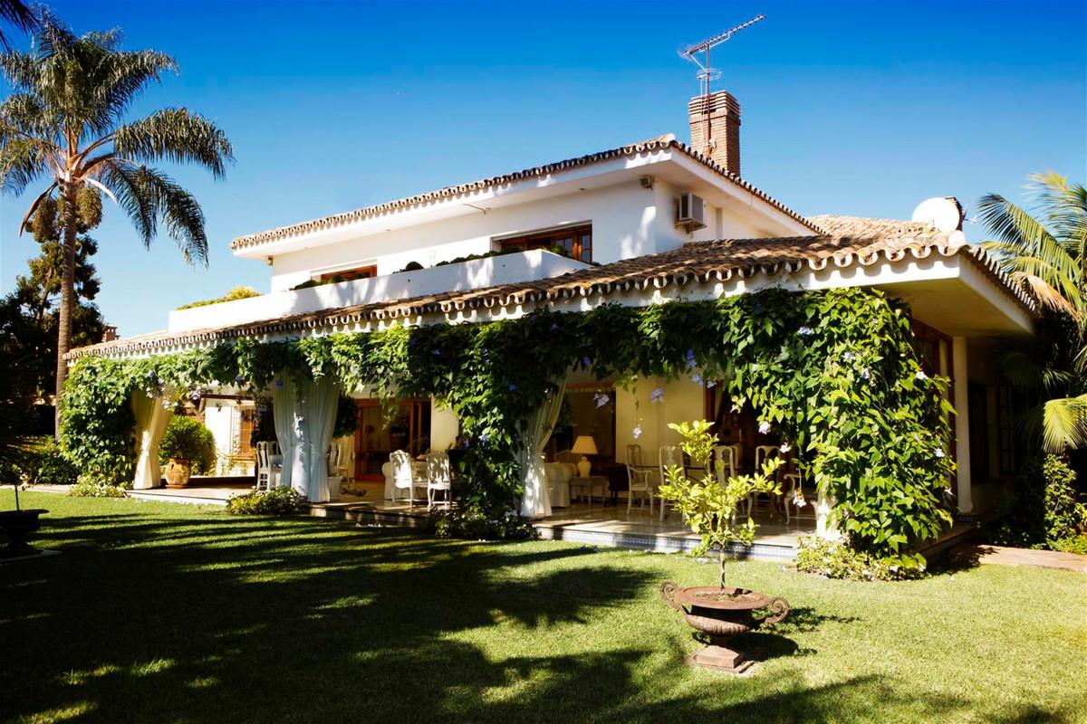 Marbella Banus Villa – Chalet en Venta en Guadalmina Baja – R3414340