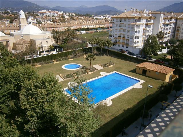 Apartamento Planta Media en Venta en San Pedro de Alcántara – R2746463