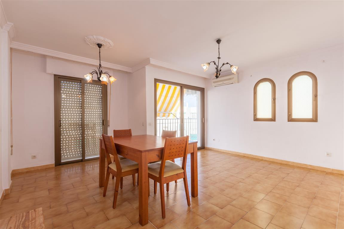 Flat in the center of San Pedro, ideal for families or investors.  Next to schools, supermarket, phaSpain