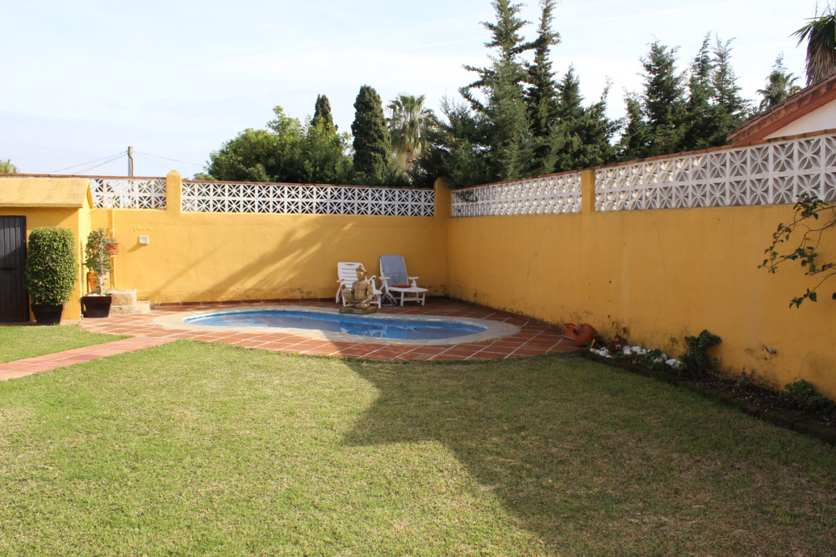 Detached Villa in San Pedro de Alcántara R2567360