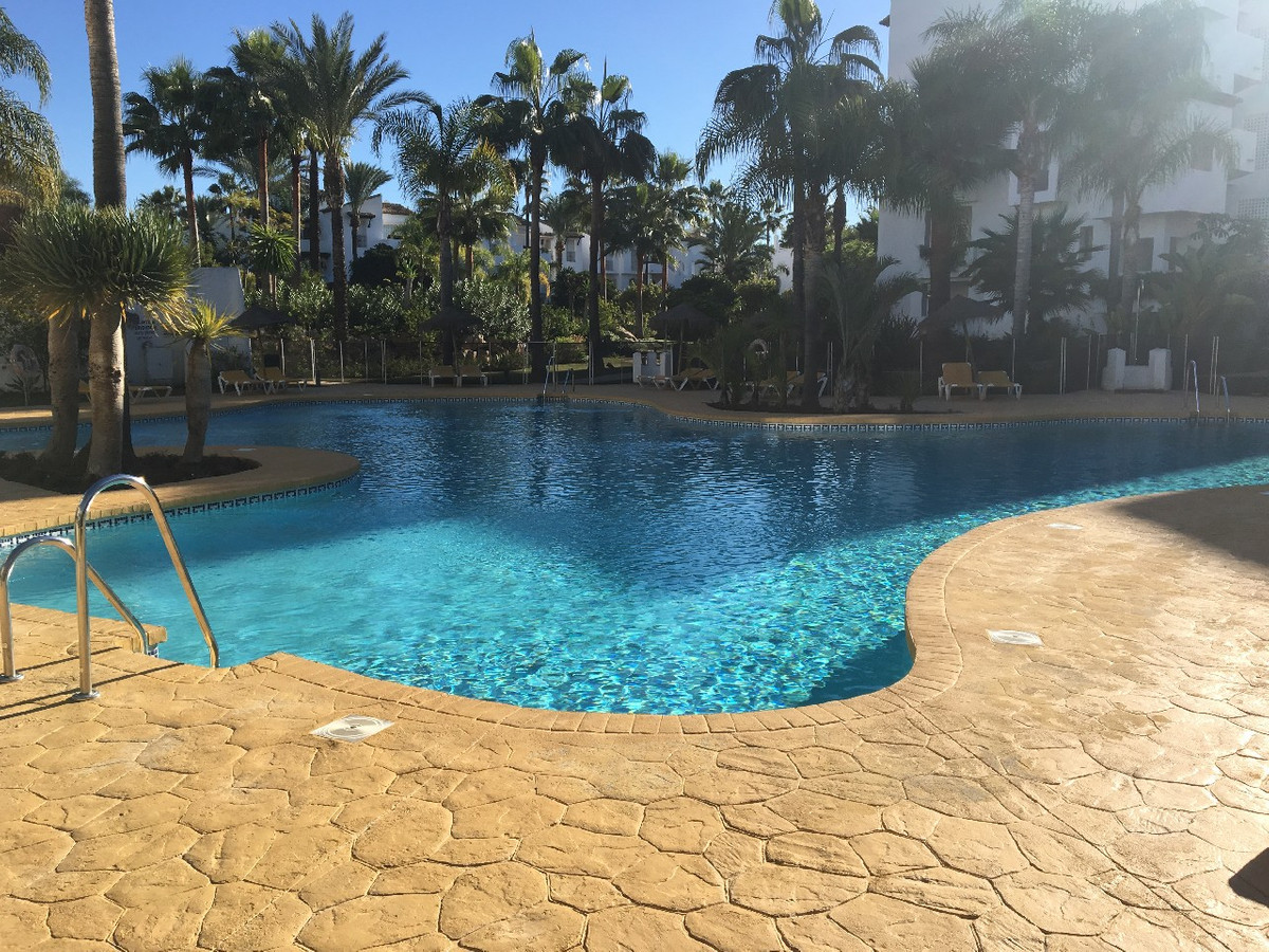 Middle Floor Apartment in Estepona R3107771