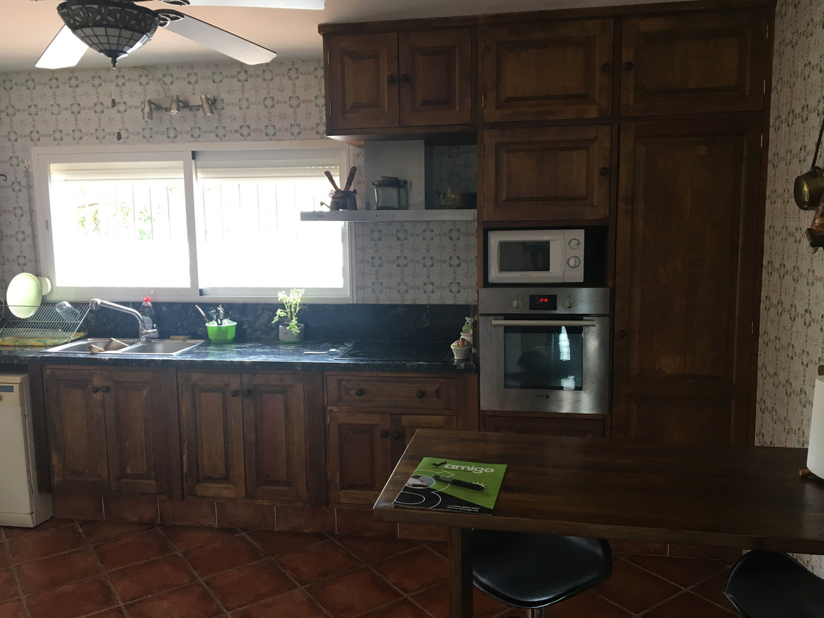 Villa en Venta en San Pedro de Alcántara – R3141295