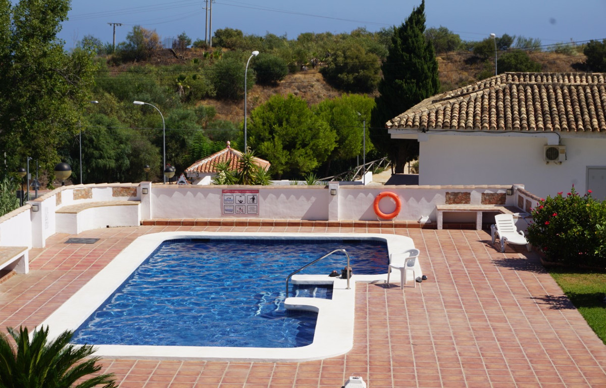 Close to the beach.........This is fabulous two bedroom, two bathroom apartment on the top floor has,Spain