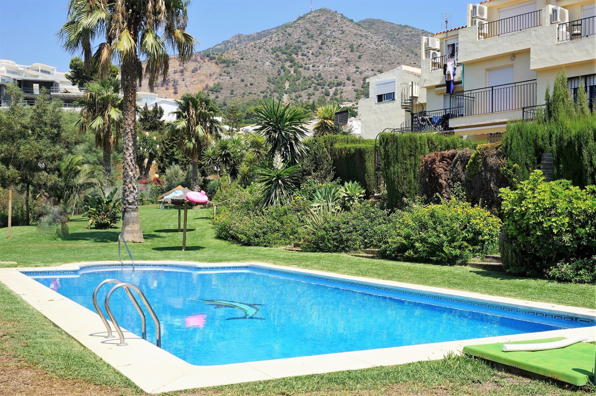 NEW LISTING!!!  Located in the popular urbanisation of Torremar, this 2 bedroom town house is positi,Spain