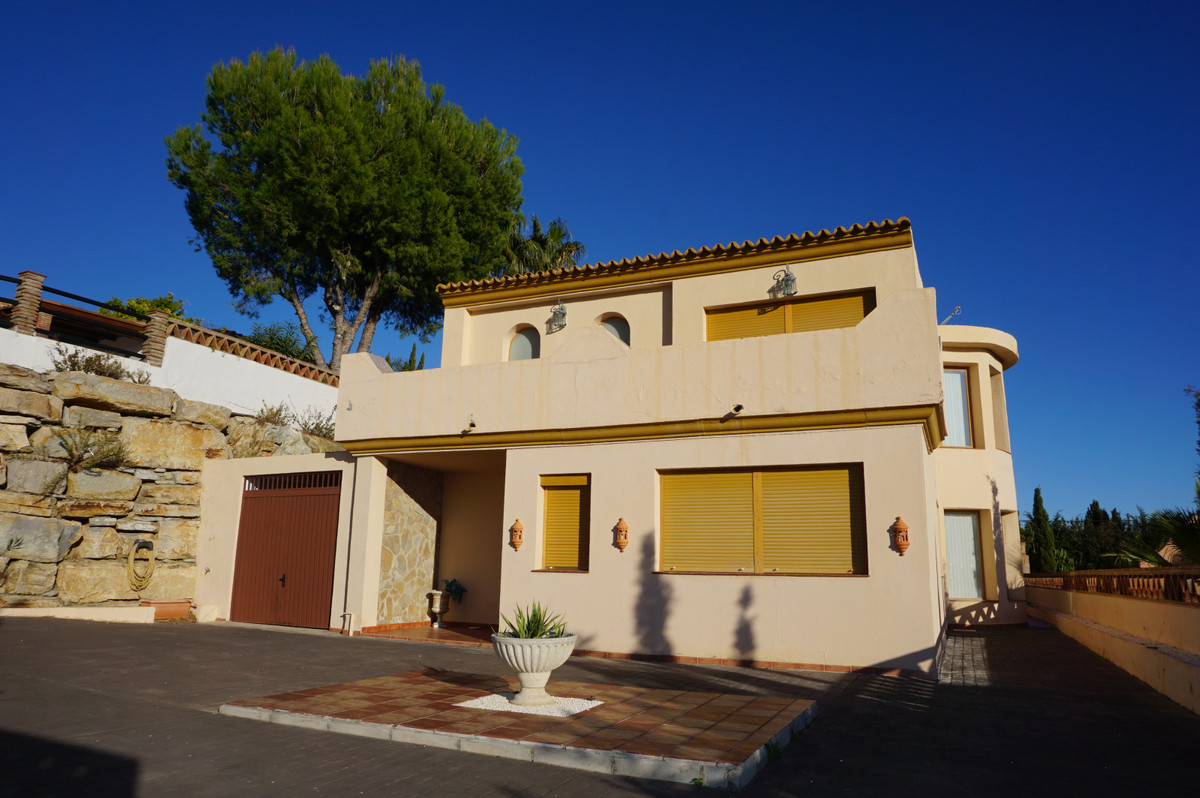 We have a fabulous family home to present to the market, this is a beautiful Modern 4 bedroom Villa , Spain