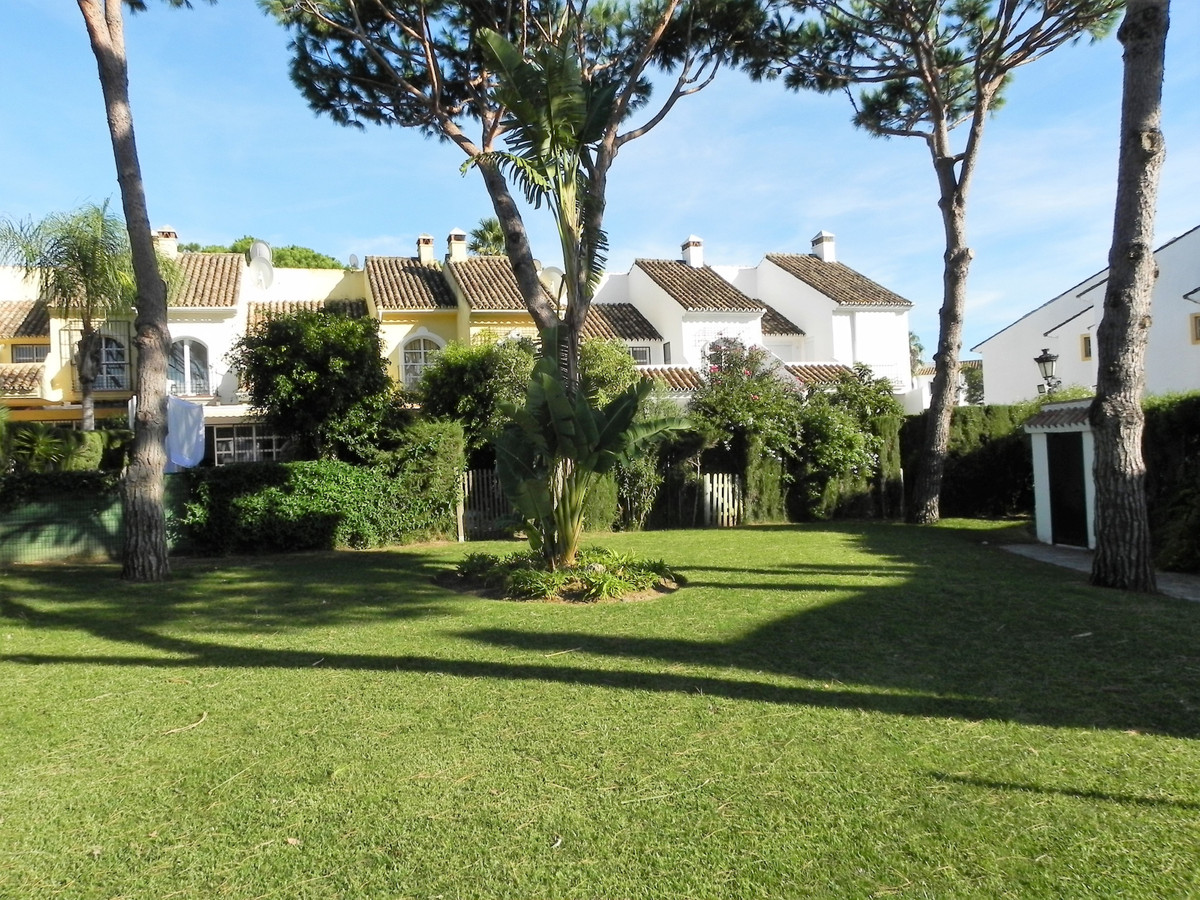 BEACHSIDE TOWNHOUSE    This charming townhouse is just 3 minutes away from the beach and belongs to ,Spain