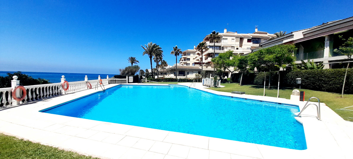 STUNNING AND UNIQUE FRONTLINE BEACH DUPLEX APARTMENT WITH SUPERB PANORAMIC VIEWS. SITUATED IN A PRIM,Spain