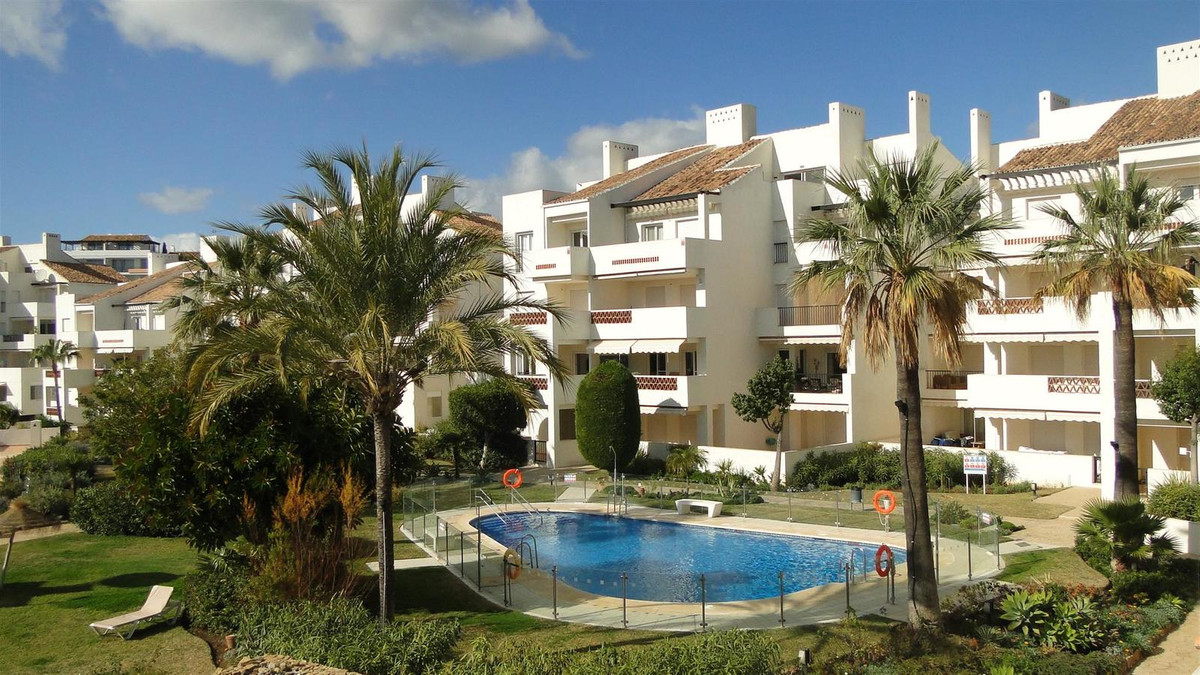 SUPERB APARTMENT WITH PANORAMIC VIEWS ACROSS MIRAFLORES GOLF COURSE TO THE SEA. OCCUPYING A PRIME CO, Spain