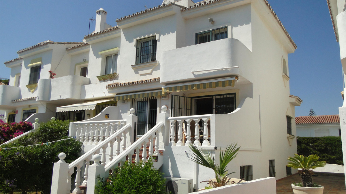 VERY WELL LOCATED AND EXCEPTIONALLY LARGE TOWNHOUSE SITUATED IN LOWER CALAHONDA JUST A FEW MINUTES W, Spain