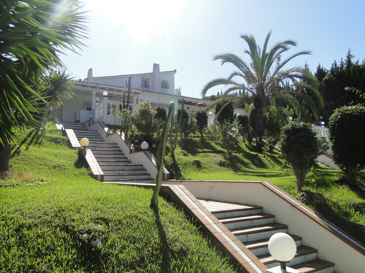 13 bedroom villa for sale elviria