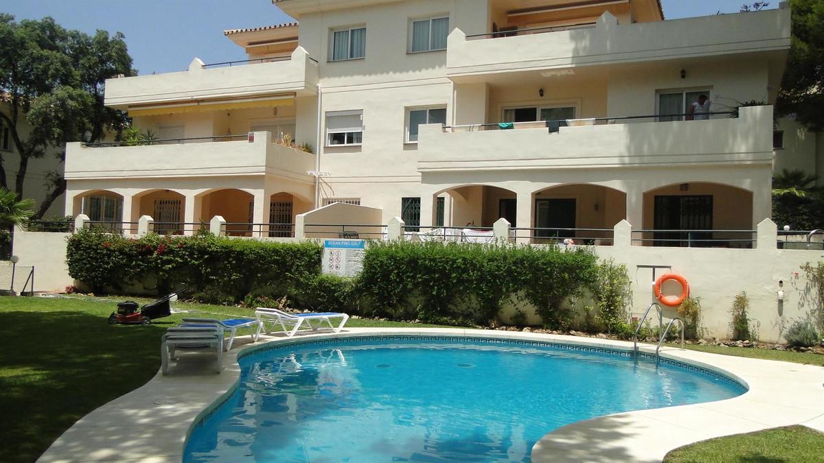Marbella Banus Apartamento Planta Media en Venta en Cabopino – R3221374