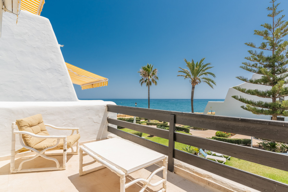 Marbella Banus Pareada en Venta en The Golden Mile – R3437620
