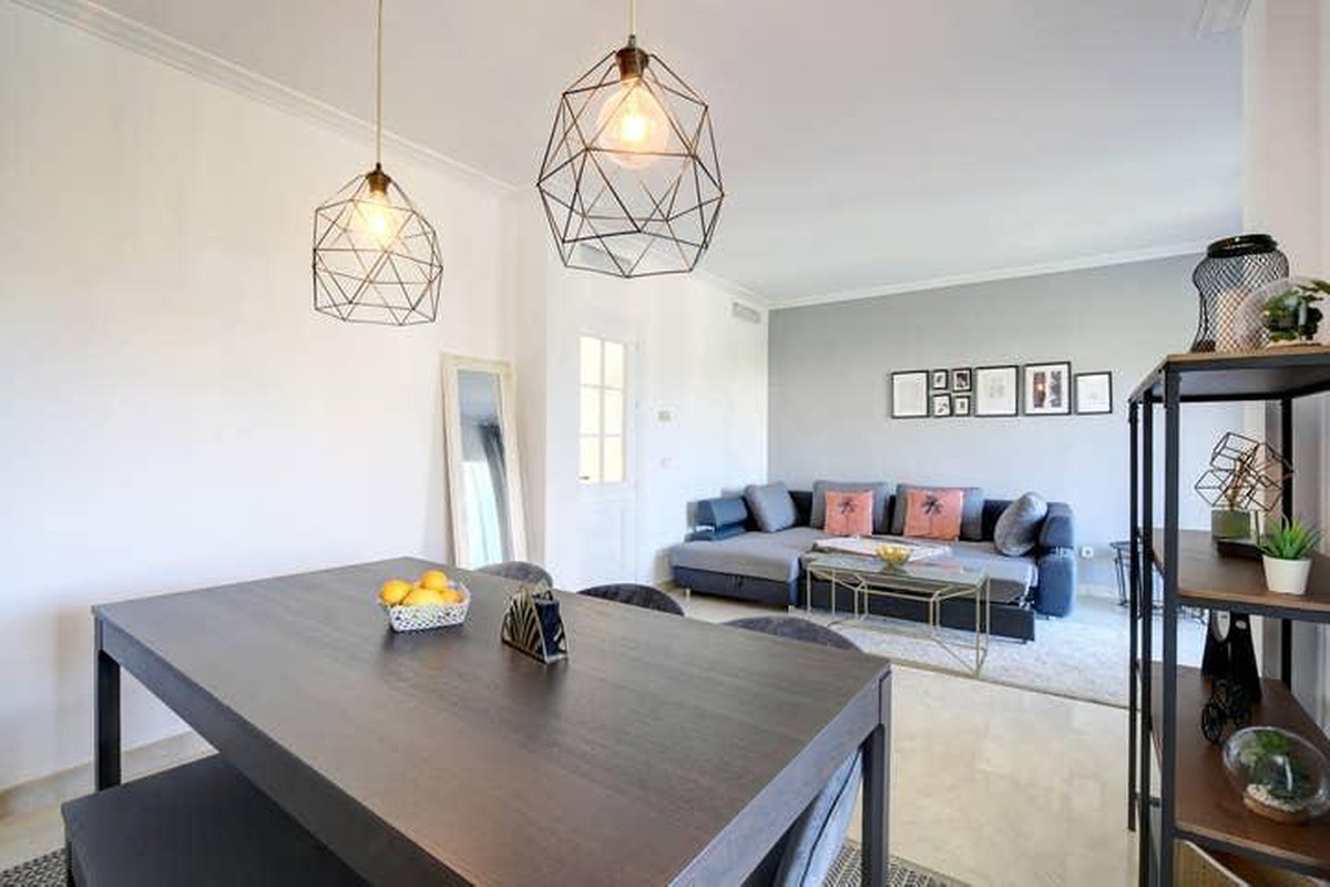 A lovely 2 bedroom townhouse in the much sought after La Quinta Hills Development. This property is ,Spain