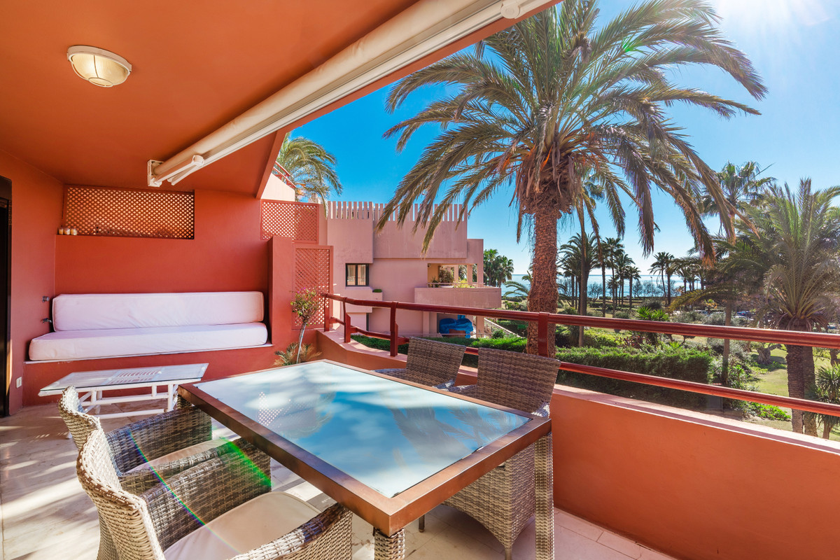In  Sotogrande Marina we have for sale this stunning 3 beds, 3 baths apartment, 2 large terraces wit,Spain