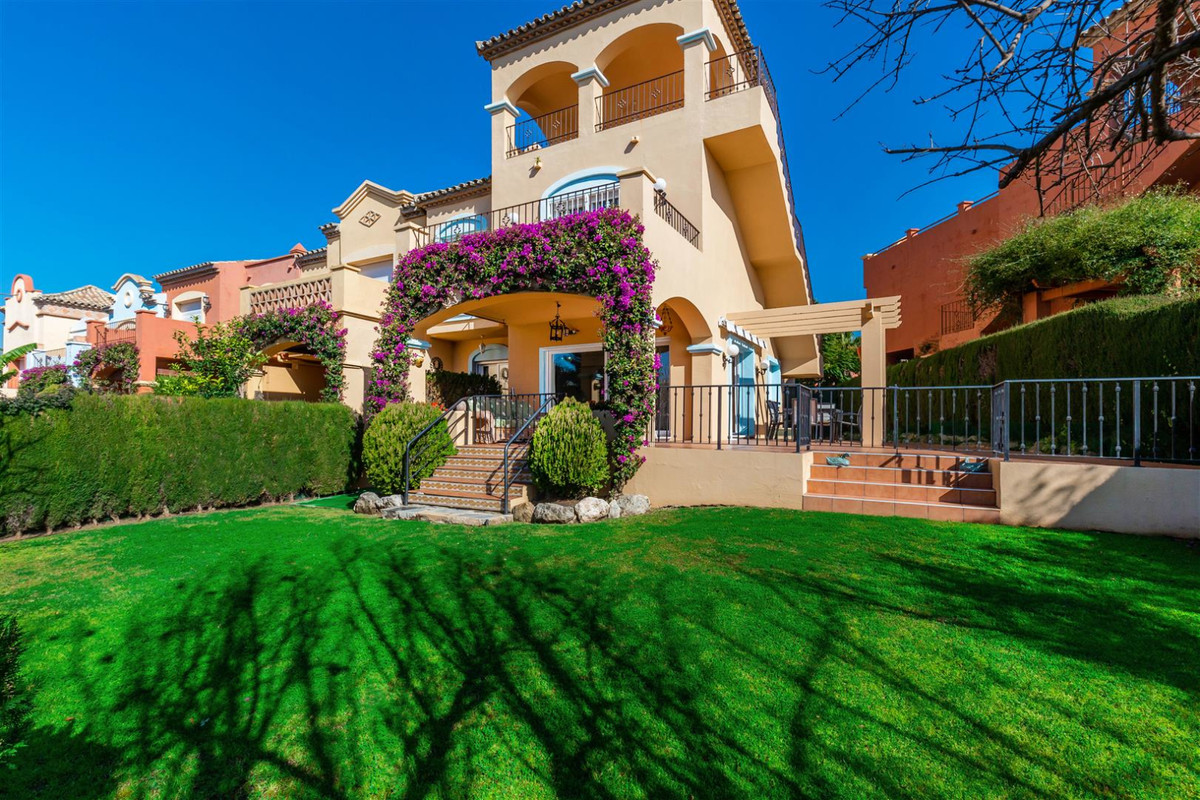 Amazing semidetached villa, walking distance to Puerto Banus, amenities and the beach, this Spacious, Spain
