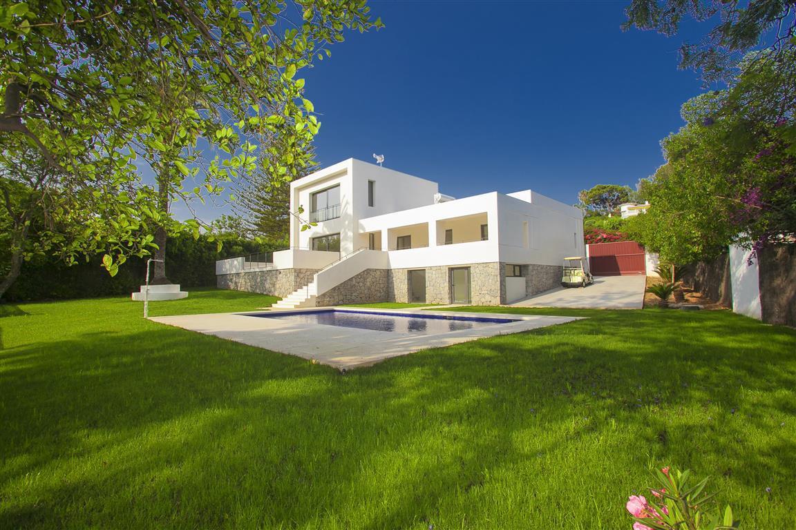 Villa 4 Dormitorios en Venta Guadalmina Alta