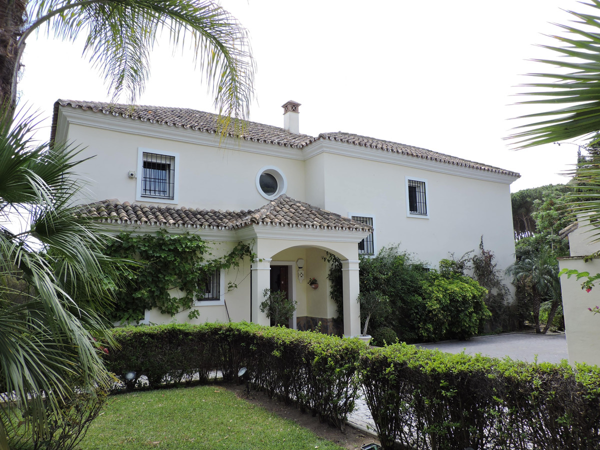Stunning Andalucian style villa, in the heart of Nueva Andalucia, walking distance to shops and bars,Spain