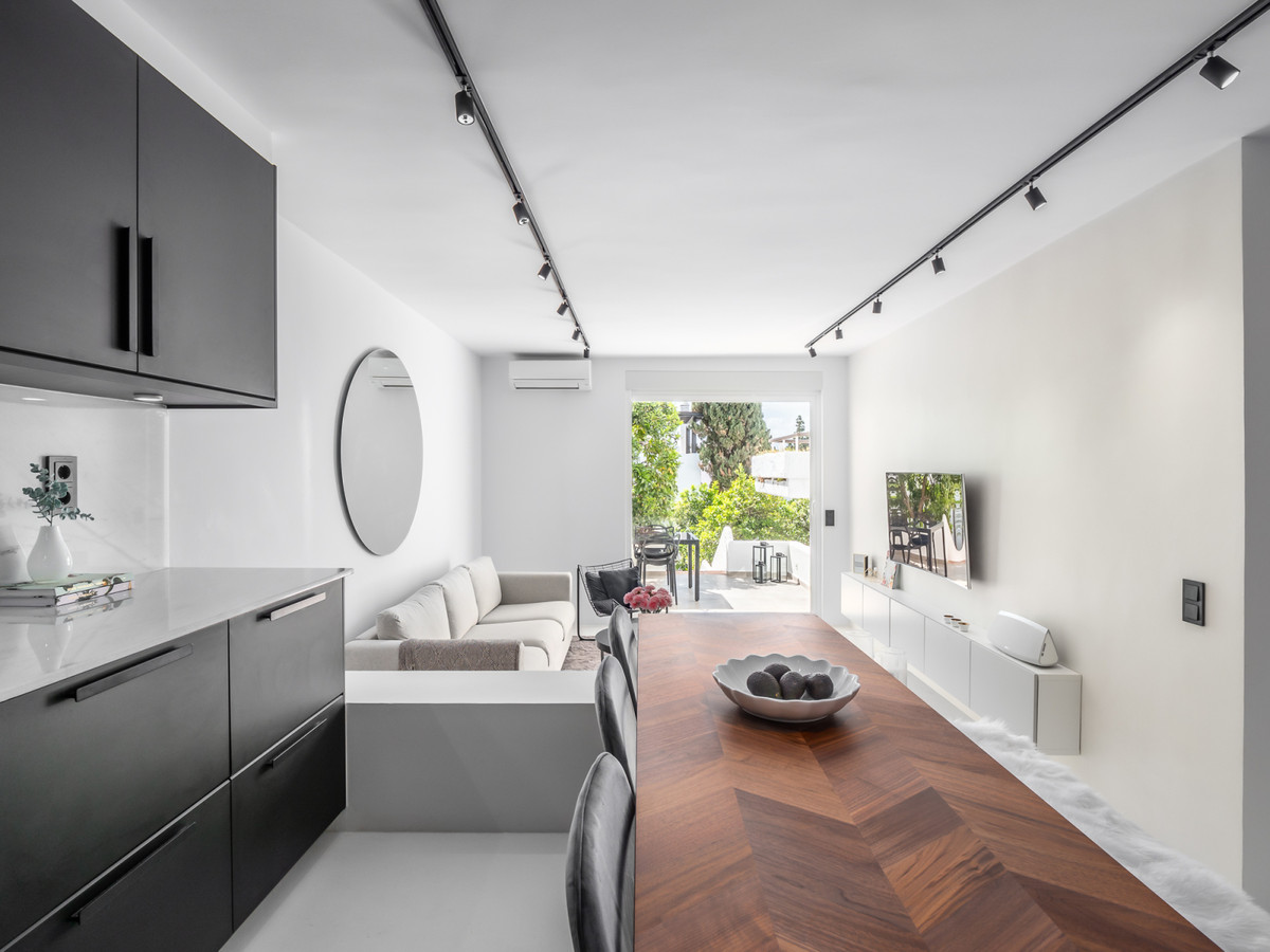 Welcome to charming Pueblo Arabesque! This apartment has been refurbished into a modern style with t,Spain