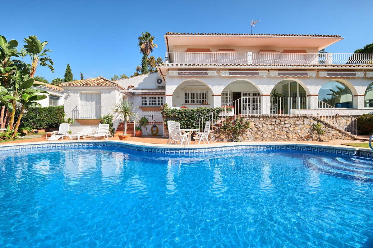 Beautifully located villa in Guadalmina Alta, front line golf with direct access and west facing. Ve, Spain