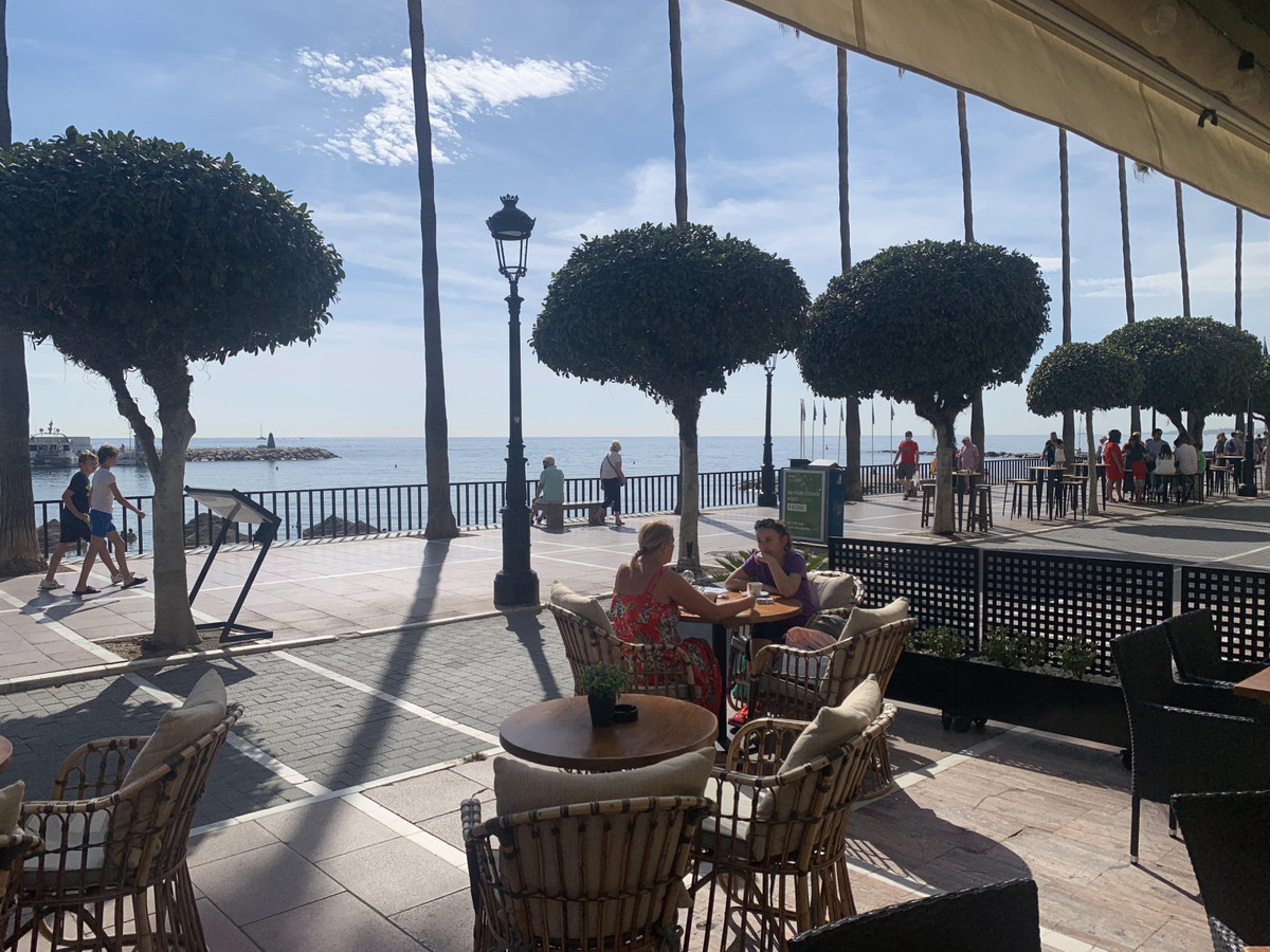 Exclusive Commercial Property. - Stunning restaurant located on the pasaeo maritimo in Marbella. Exc,Spain