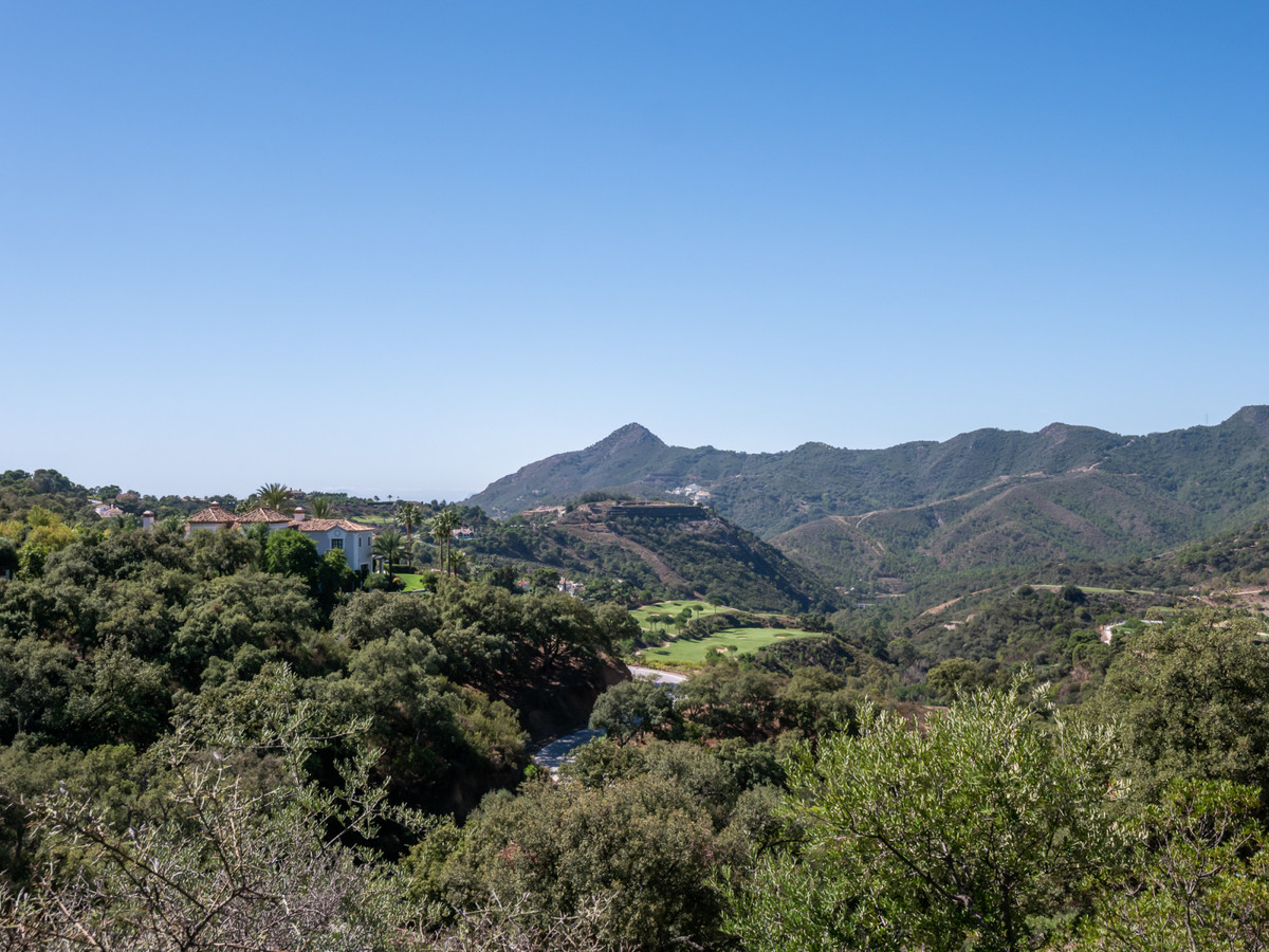 Set in the foothills of La Serrania de Ronda yet only 10 minutes away from the Marbella coastline li, Spain