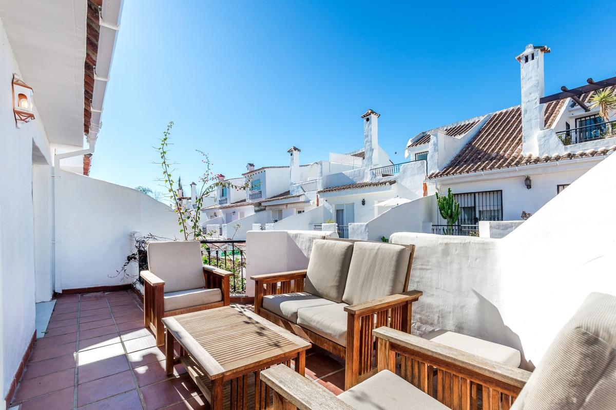 Marbella Banus Adosada en Venta en Nueva Andalucía – R3335428