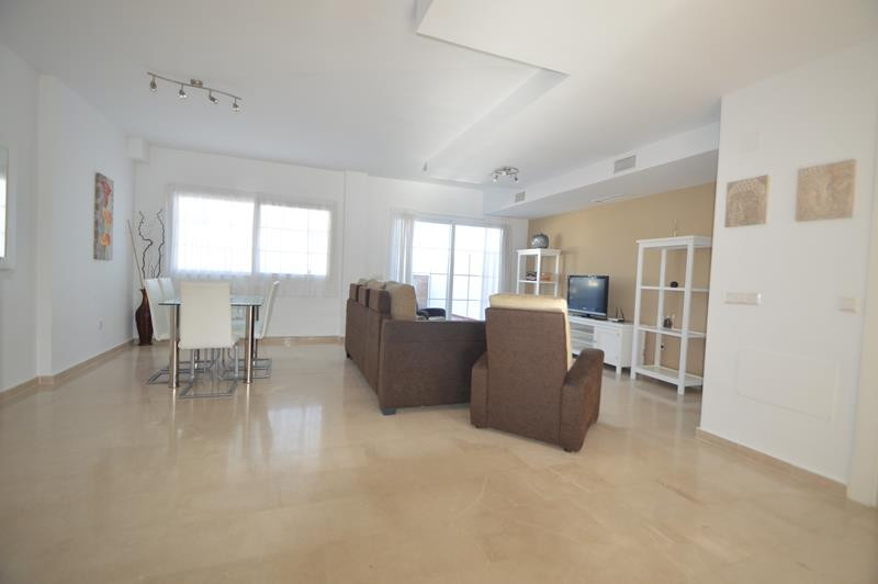 Apartment in Alhaurín de la Torre R3145225 3